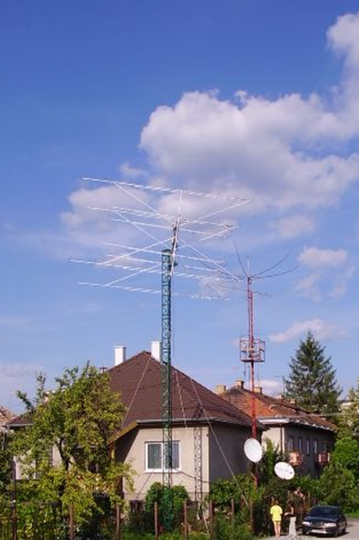 OM3BC's all band HF-VHF-UHF-SHF antenna farm